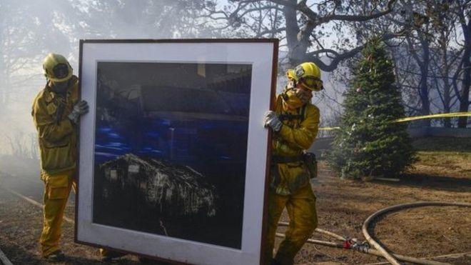 Cháy rừng tại California: Khu nhà giàu thất thủ, hàng loạt dinh thự triệu đô của đại gia và celeb bị thiêu trụi - Ảnh 2.