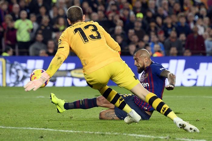 Messi trở lại sau chấn thương gãy tay và ghi 2 bàn, Barca vẫn thua tủi nhục ngay trên sân nhà - Ảnh 6.