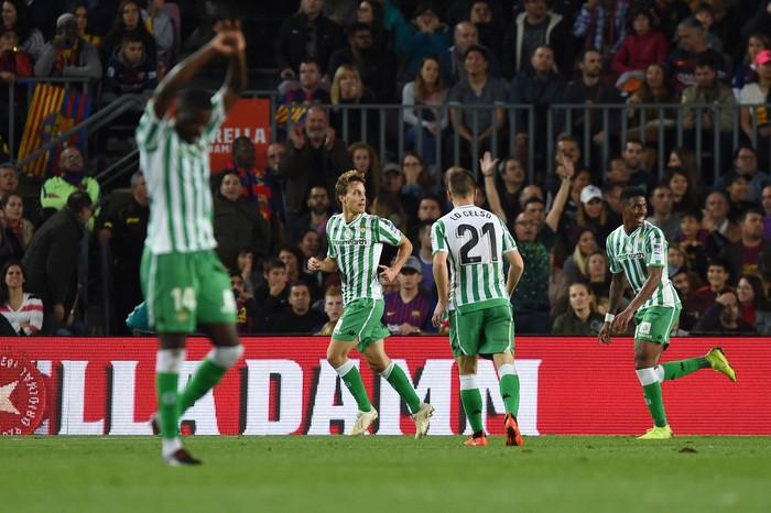 Messi trở lại sau chấn thương gãy tay và ghi 2 bàn, Barca vẫn thua tủi nhục ngay trên sân nhà - Ảnh 7.