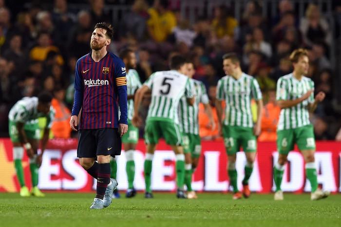 Messi trở lại sau chấn thương gãy tay và ghi 2 bàn, Barca vẫn thua tủi nhục ngay trên sân nhà - Ảnh 8.