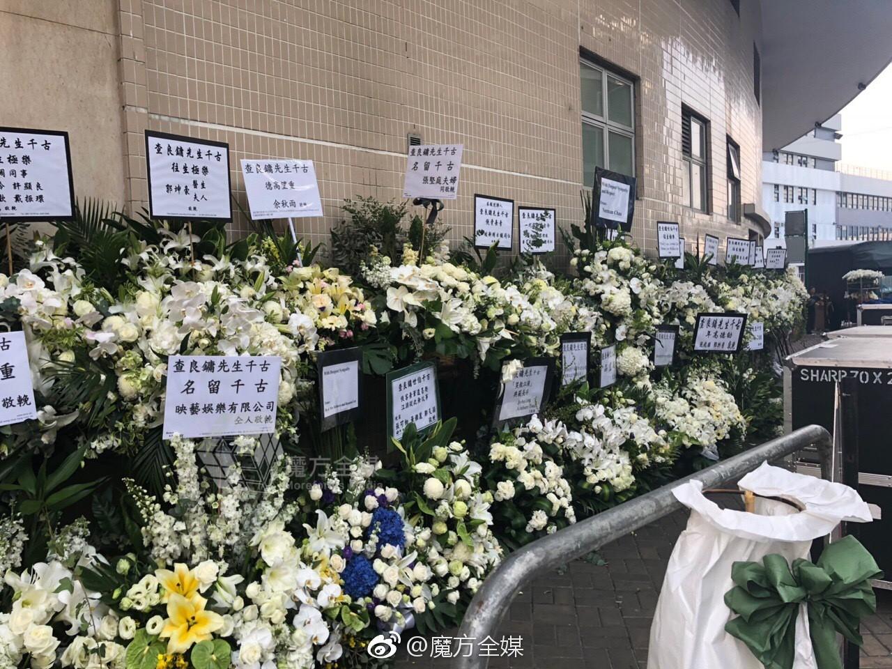 Tang lễ nhà văn Kim Dung: Lưu Đức Hoa, Huỳnh Hiểu Minh cùng dàn nghệ sĩ gửi hoa trắng rợp trời - Ảnh 11.