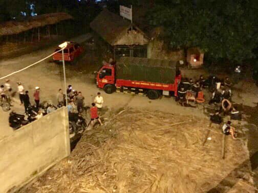 """Lực lượng """"người nhái"""" trắng đêm lặn tìm nam thanh niên 28 tuổi nhảy sông Sài Gòn mất tích - Ảnh 2."""