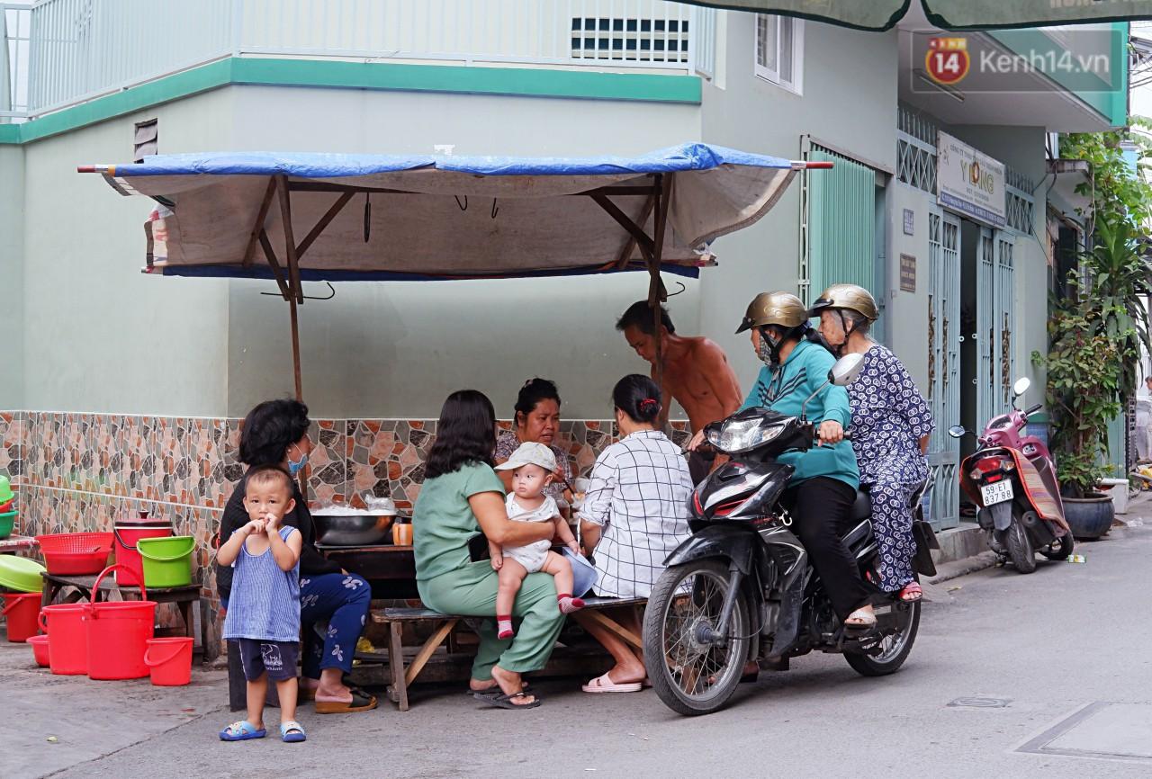 Tiệm ăn hàng 30 năm của dì Gái chịu chơi nhất Sài Gòn, mối ngày bán trong 1 giờ là hết veo - Ảnh 12.