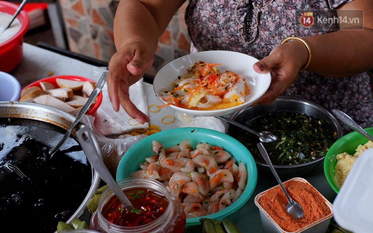 Tiệm ăn hàng 30 năm của dì Gái chịu chơi nhất Sài Gòn, mối ngày bán trong 1 giờ là hết veo - Ảnh 2.
