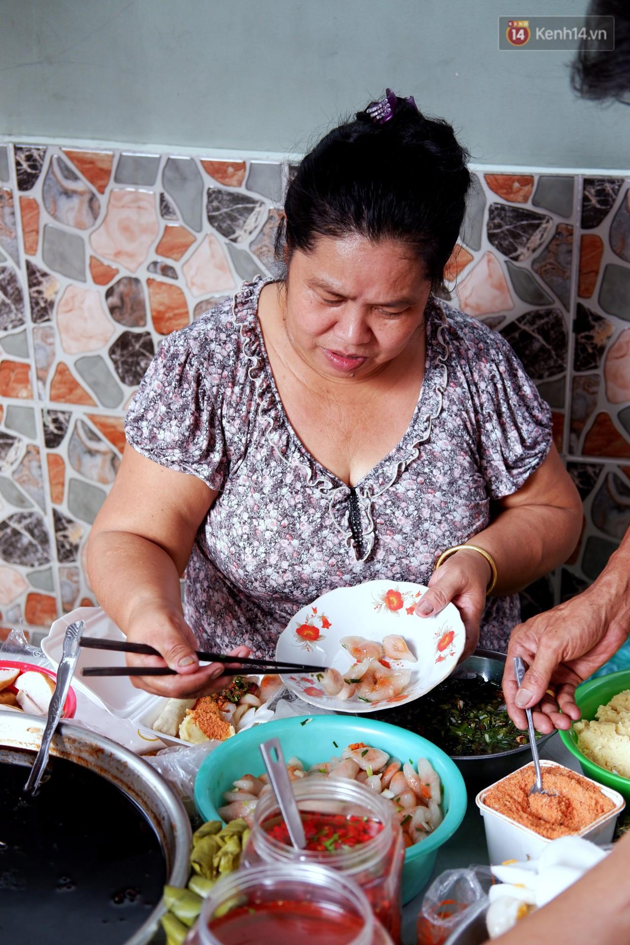 Tiệm ăn hàng 30 năm của dì Gái chịu chơi nhất Sài Gòn, mối ngày bán trong 1 giờ là hết veo - Ảnh 3.