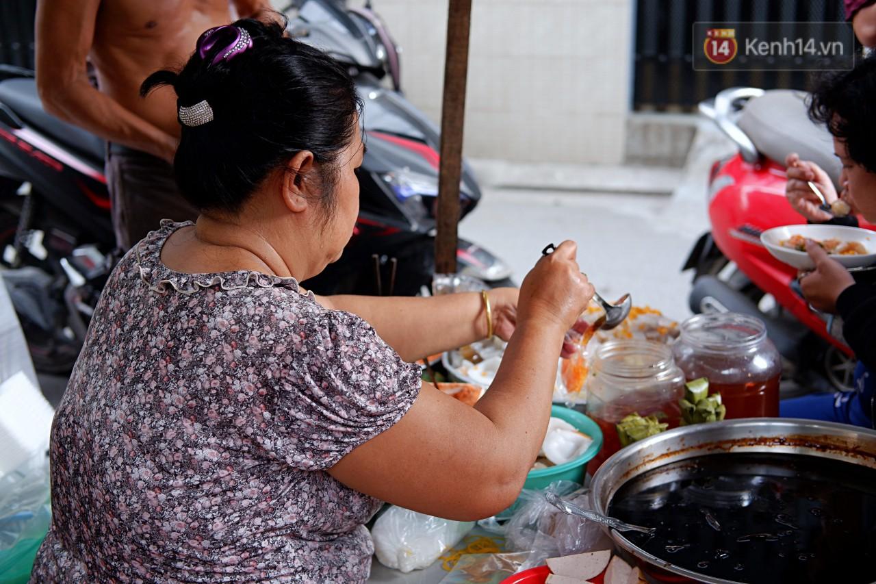 Tiệm ăn hàng 30 năm của dì Gái chịu chơi nhất Sài Gòn, mối ngày bán trong 1 giờ là hết veo - Ảnh 11.
