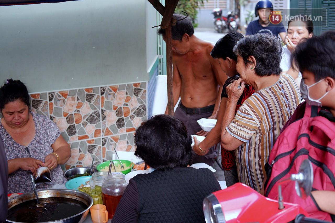 Tiệm ăn hàng 30 năm của dì Gái chịu chơi nhất Sài Gòn, mối ngày bán trong 1 giờ là hết veo - Ảnh 8.
