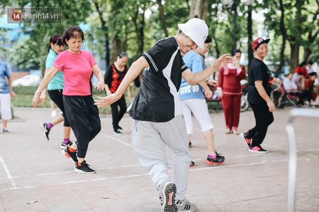 Sung như các cụ bà U80 nhảy Hip hop ở hồ Gươm: Mỗi ngày trồng cây chuối 10 cái, vừa thổi cơm vừa bật nhạc nhảy - Ảnh 9.