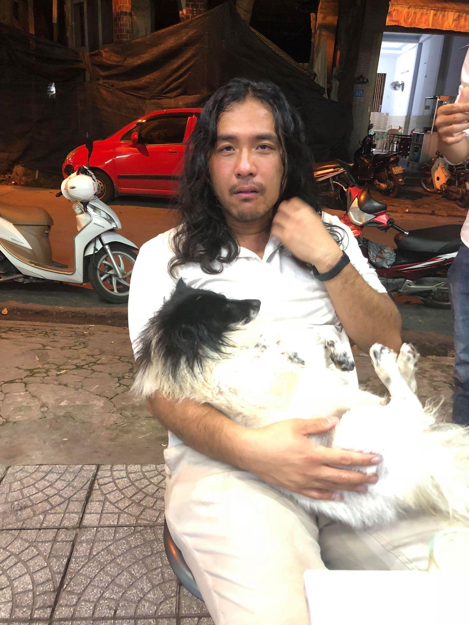 Du khách nước ngoài khóc lóc, nhịn ăn 2 ngày tìm chú chó cưng bị thất lạc ở Huế - Ảnh 1.