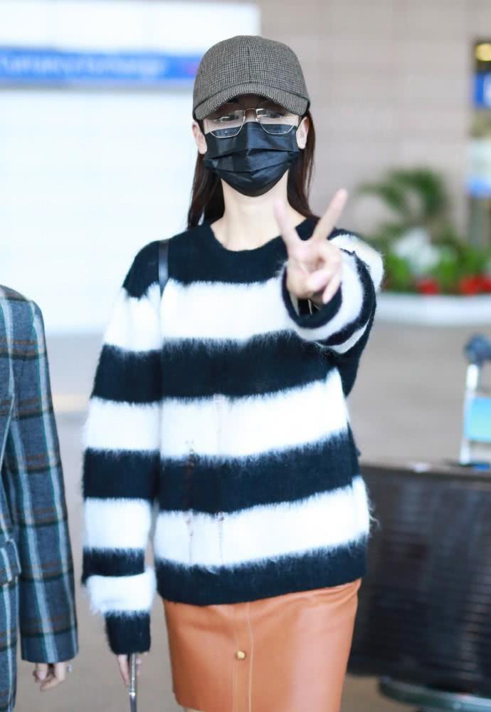Diện áo len 22 triệu mà Ngô Cẩn Ngôn như mặc đồ Taobao, nhìn sang Giang Sơ Ảnh mới thấy rõ đẳng cấp - Ảnh 1.