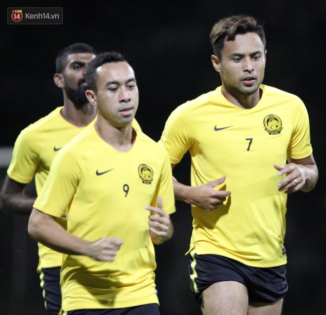 Cặp anh em sinh đôi của tuyển Malaysia gây chú ý trong buổi tập đầu tiên tại Hà Nội