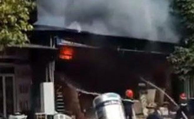 Lạng Sơn: Sau tiếng nổ lớn, cửa hàng vật liệu xây dựng cháy dữ dội, người dân hoảng loạn