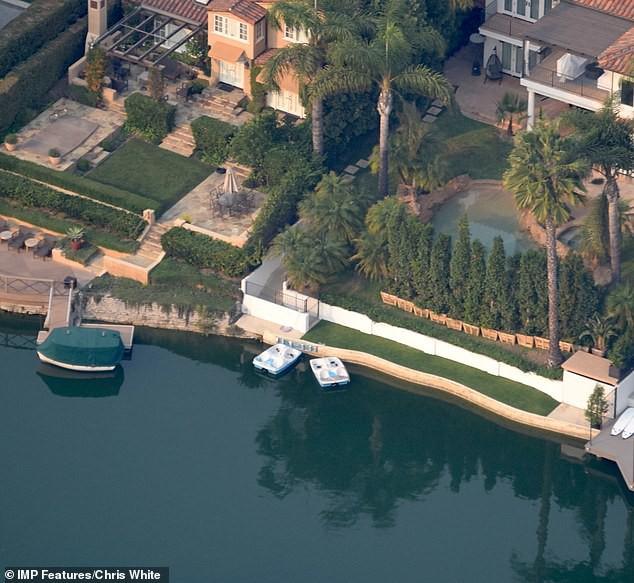 Justin Bieber và Hailey Baldwin mỗi tháng đốt 2,3 tỷ để thuê biệt thự khủng nằm cạnh hồ nước - Ảnh 3.