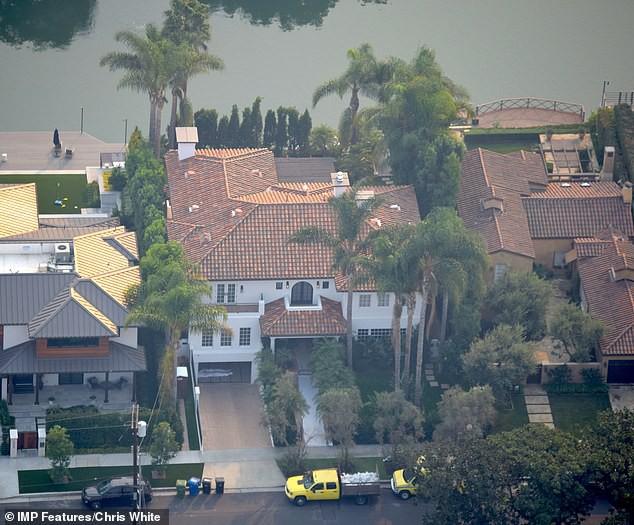 Justin Bieber và Hailey Baldwin mỗi tháng đốt 2,3 tỷ để thuê biệt thự khủng nằm cạnh hồ nước - Ảnh 2.