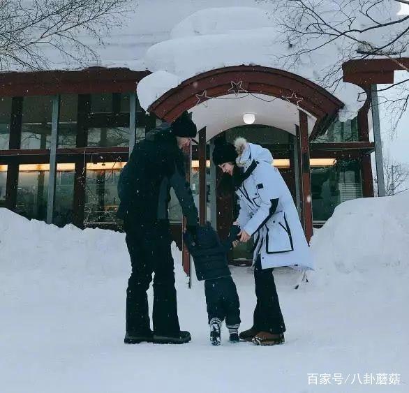Huỳnh Hiểu Minh khoe ảnh gia đình 3 thế hệ, bé cưng Bọt Biển Nhỏ càng lớn càng đáng yêu