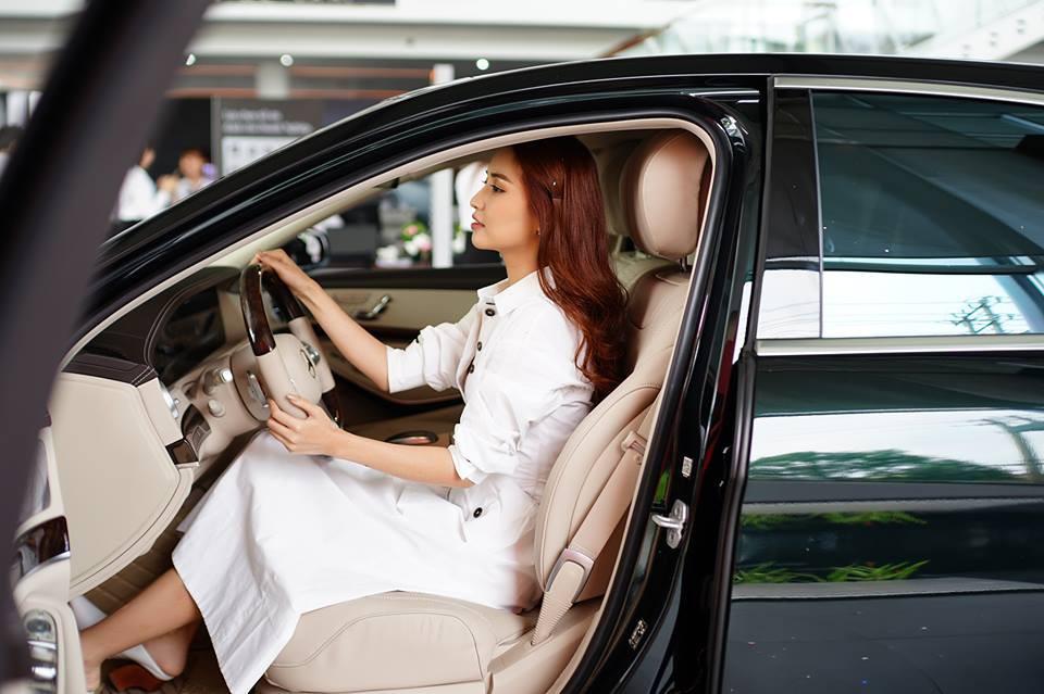 Hôm nay sao Vbiz thi nhau tậu xe: Sau Đức Phúc, đến Bích Phương mua xế hộp màu hiếm có giá gần 5 tỷ đồng - Ảnh 3.