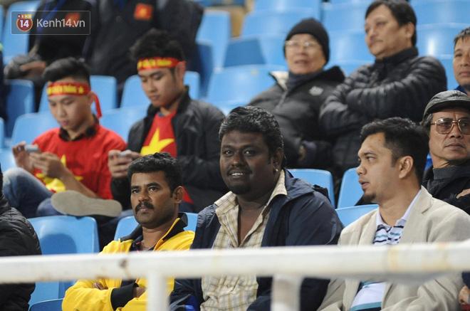 Ký ức vụ ẩu đả kinh hoàng AFF Cup 2014: CĐV Malaysia phải im lặng đi cửa sau để vào sân Mỹ Đình