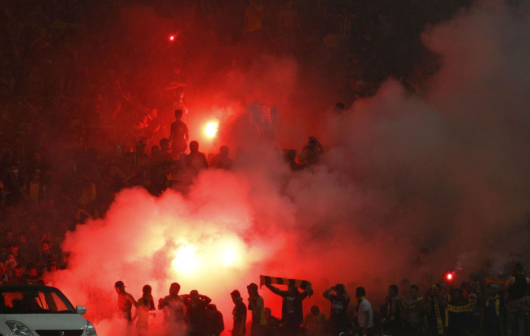 In view of the hardship of intense fans, LBBD must also be given the Vietnam Malaysian Football Federation - photo 1.