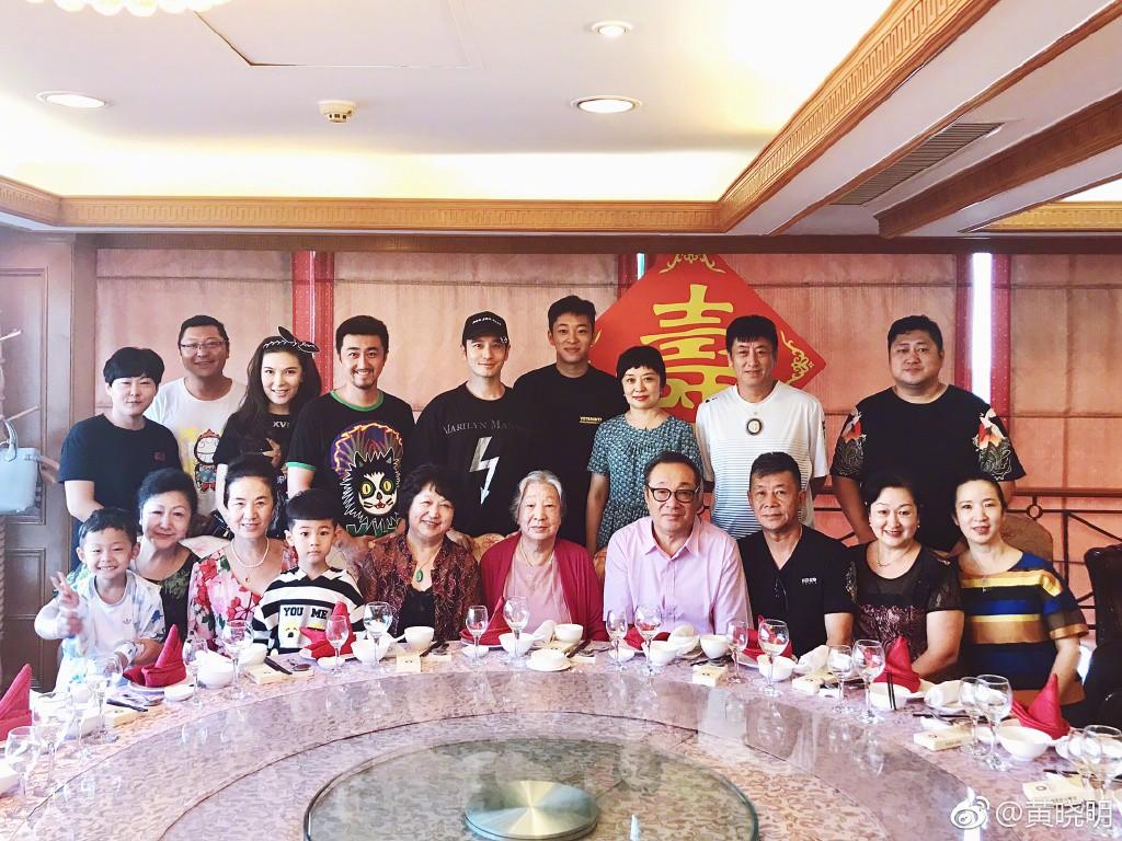 Rộ tin đồn Angela Baby – Huỳnh Hiểu Minh ly hôn sau 2 năm kết hôn