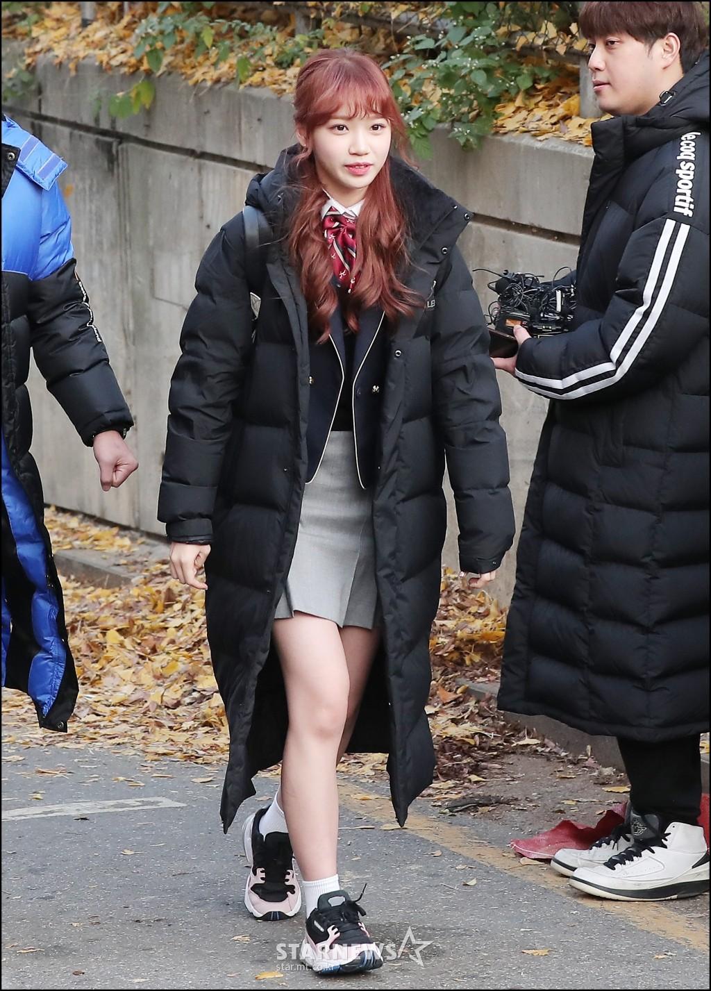 Dàn idol Hàn đình đám đi thi đại học: Mặc đồng phục đẹp như hoa, được báo chí phỏng vấn, chụp hình như dự sự kiện - Ảnh 5.