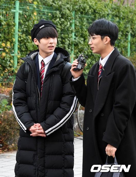 Dàn idol Hàn đình đám đi thi đại học: Mặc đồng phục đẹp như hoa, được báo chí phỏng vấn, chụp hình như dự sự kiện - Ảnh 24.
