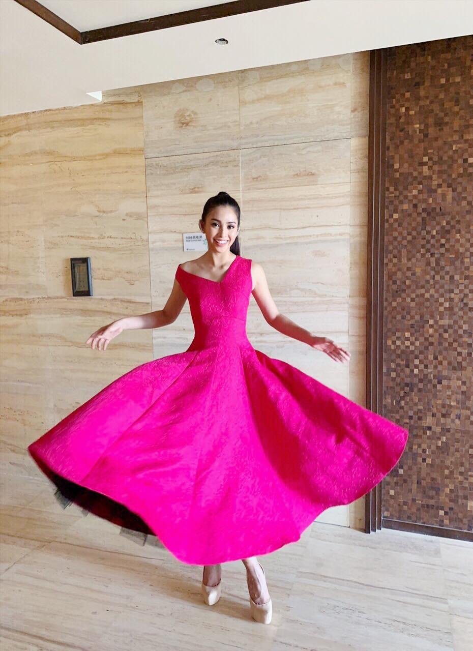 Người ta diện màu hồng dễ sến, riêng HH Tiểu Vy thì nhan sắc lại càng thăng hoa với gam màu khó chiều này - Ảnh 1.