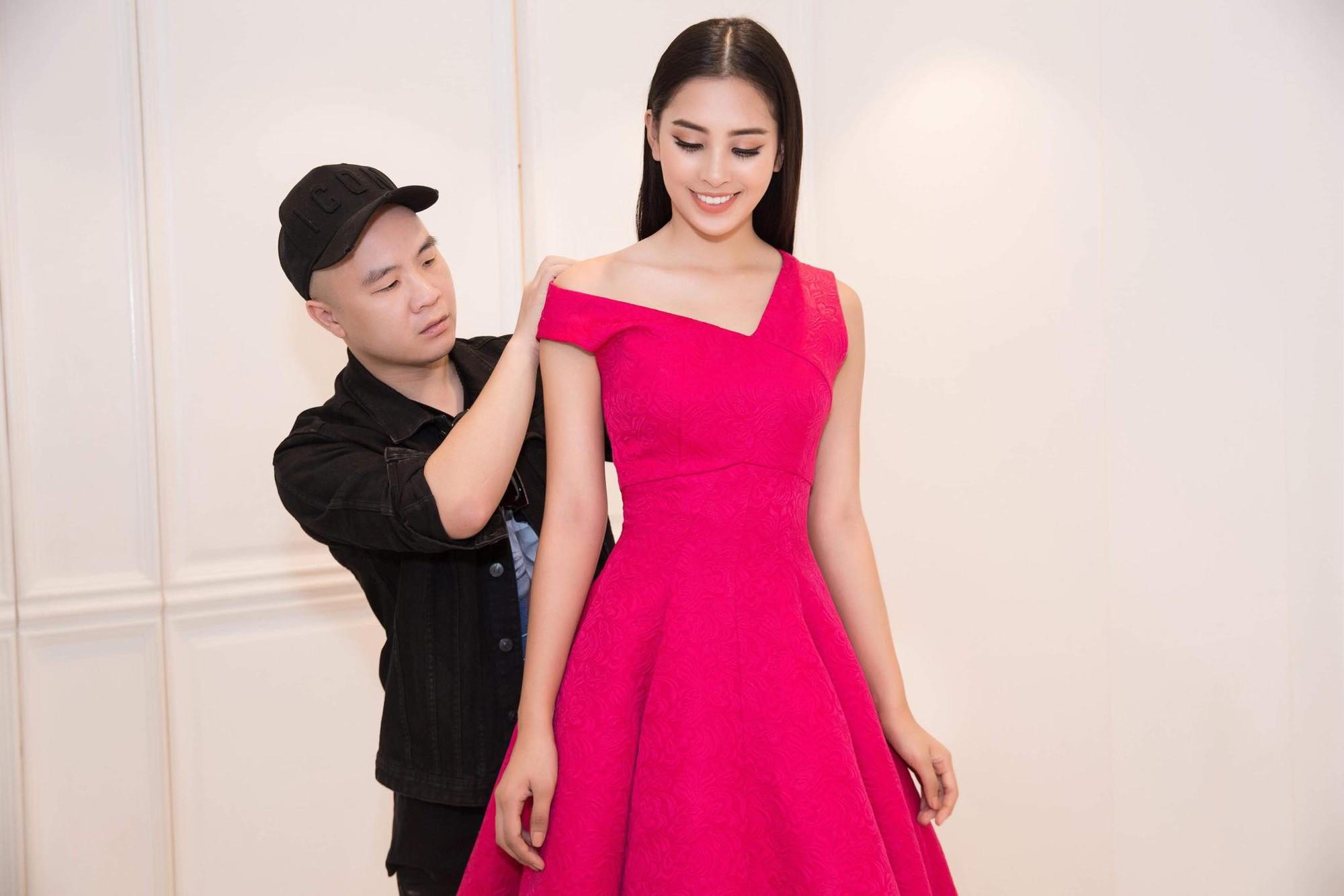 Người ta diện màu hồng dễ sến, riêng HH Tiểu Vy thì nhan sắc lại càng thăng hoa với gam màu khó chiều này - Ảnh 2.