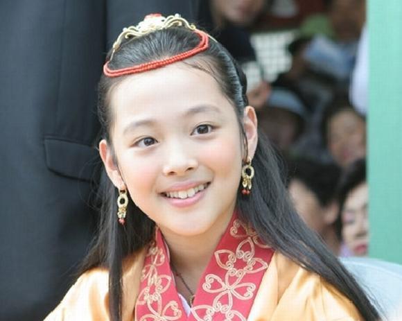 Sao nhí châu Á một thời dậy thì thành công: Hầu hết đều yêu soái ca, riêng hai người này cặp kè ông chú - Ảnh 26.