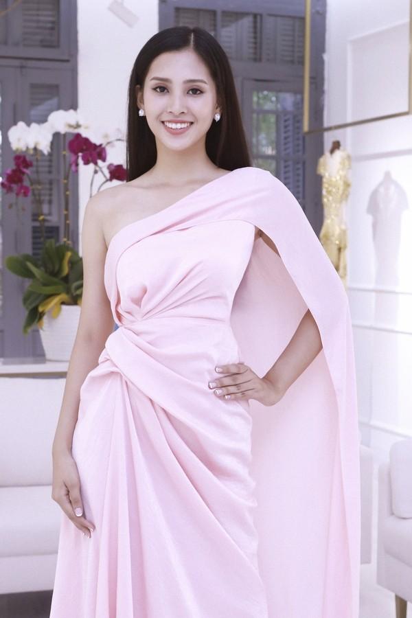 Người ta diện màu hồng dễ sến, riêng HH Tiểu Vy thì nhan sắc lại càng thăng hoa với gam màu khó chiều này - Ảnh 11.