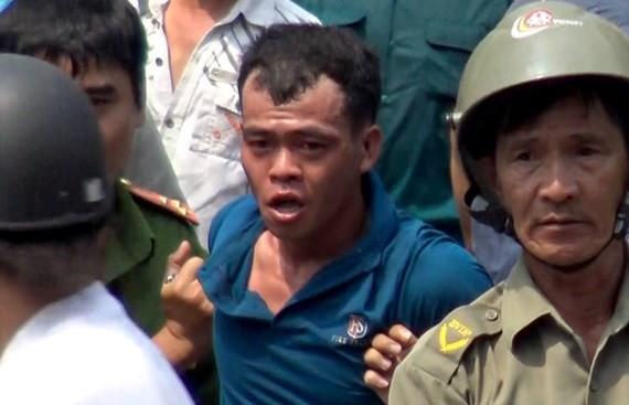 Tạm giữ 2 cán bộ công an dùng nhục hình trong vụ nghi can cướp giật tử vong sau khi bị tạm giữ ở Sài Gòn - Ảnh 1.