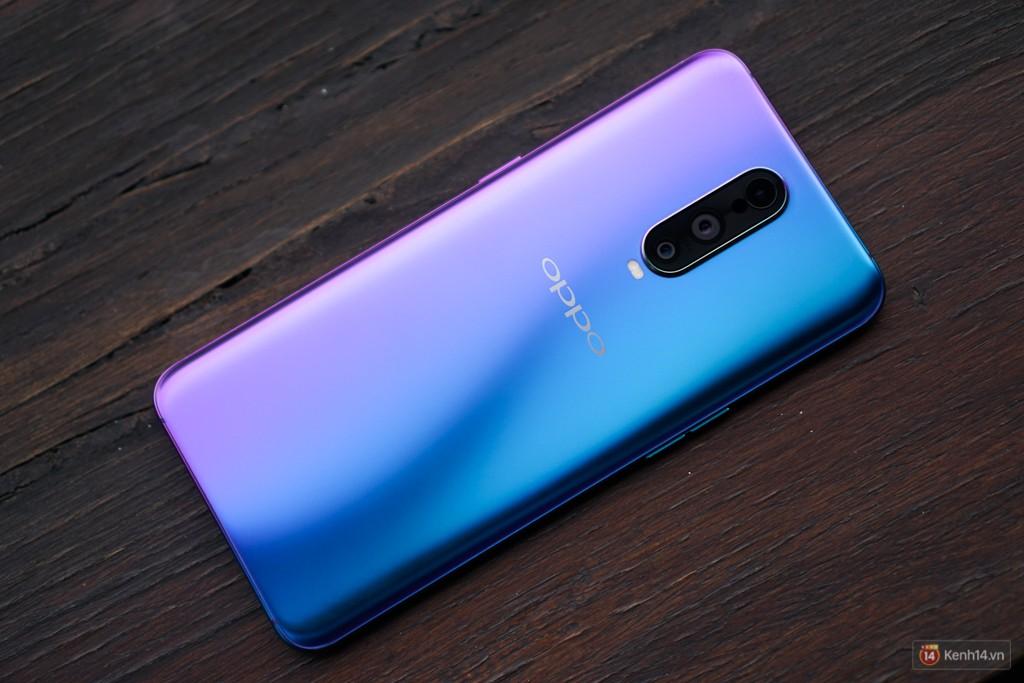 Mở hộp điện thoại Oppo R17 Pro xanh xanh hồng hồng chị em nhìn vào thích mê - Ảnh 6.