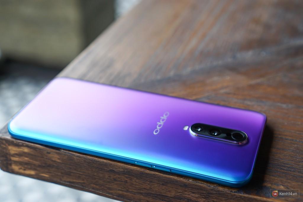 Mở hộp điện thoại Oppo R17 Pro xanh xanh hồng hồng chị em nhìn vào thích mê - Ảnh 10.