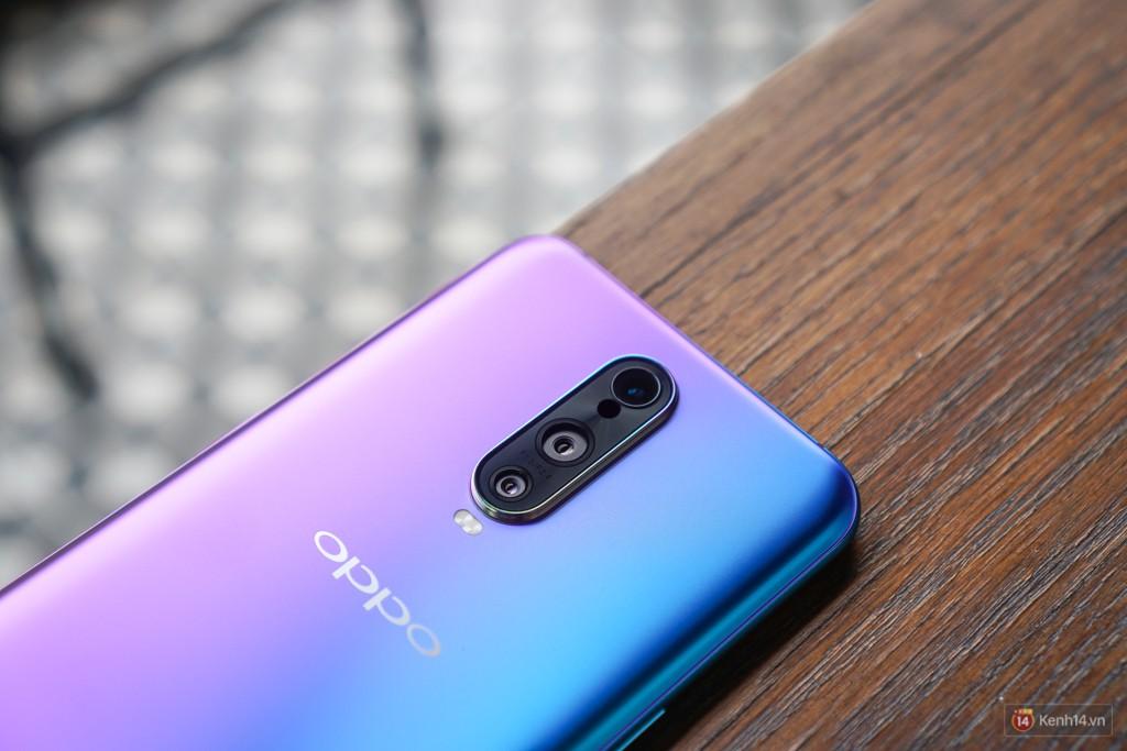 Mở hộp điện thoại Oppo R17 Pro xanh xanh hồng hồng chị em nhìn vào thích mê - Ảnh 11.