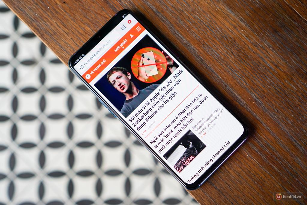 Mở hộp điện thoại Oppo R17 Pro xanh xanh hồng hồng chị em nhìn vào thích mê - Ảnh 9.