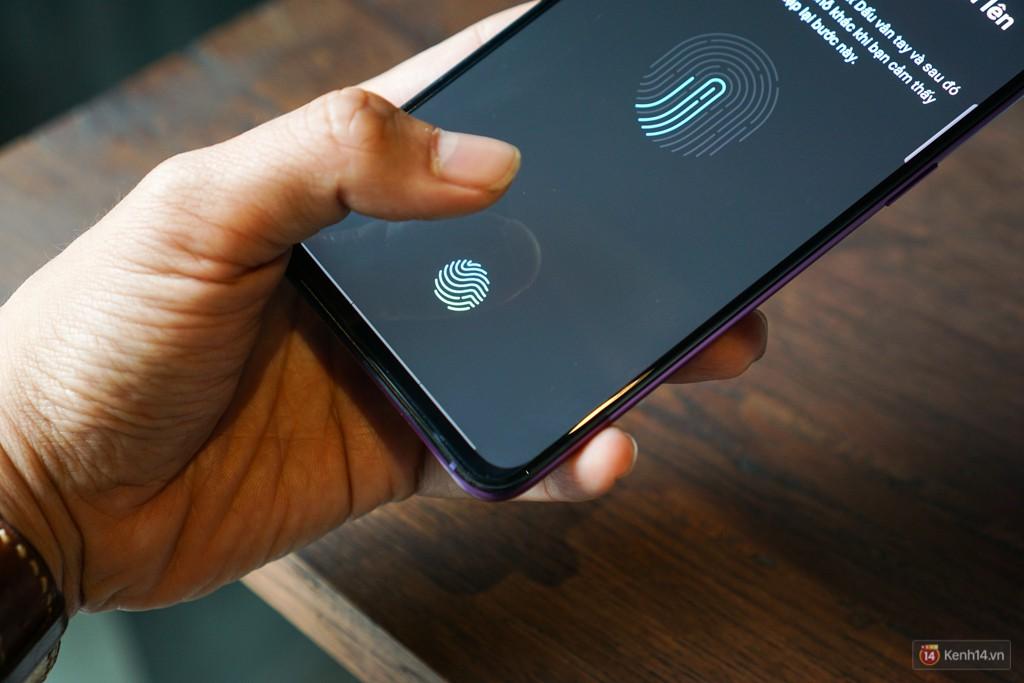 Mở hộp điện thoại Oppo R17 Pro xanh xanh hồng hồng chị em nhìn vào thích mê - Ảnh 7.