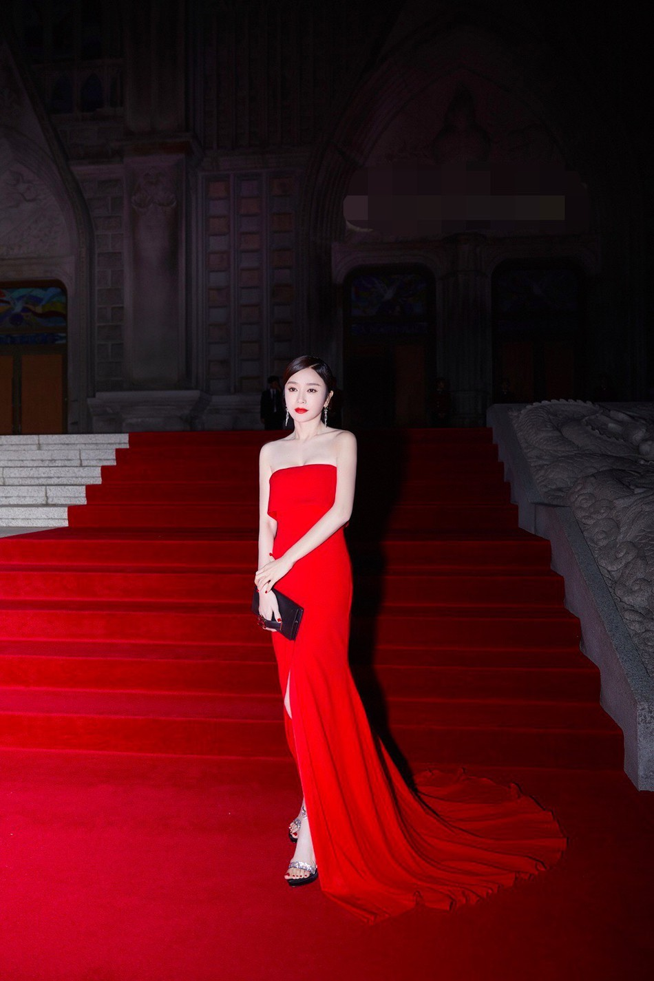 Hoàng Hậu Tần Lam khoe sắc vóc ngọc ngà, vòng 1 e ấp tại thảm đỏ sự kiện Hàn Quốc - Ảnh 3.