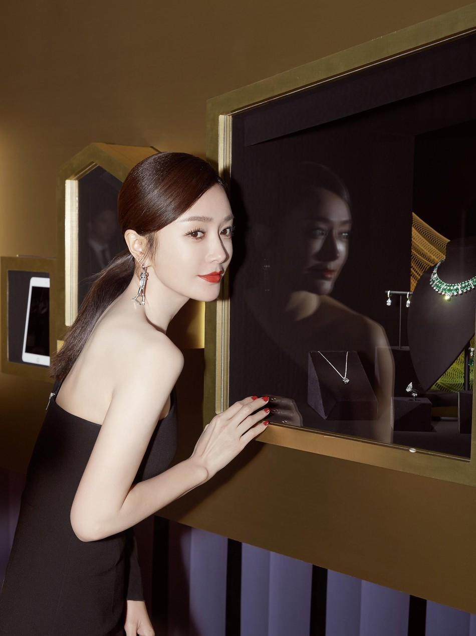 Hoàng Hậu Tần Lam khoe sắc vóc ngọc ngà, vòng 1 e ấp tại thảm đỏ sự kiện Hàn Quốc - Ảnh 8.