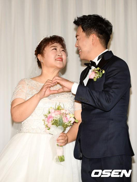 Đám cưới danh hài giảm 30kg để lấy chồng: Cô dâu chú rể không đẹp lung linh, hôn lễ chẳng khủng nhưng vẫn siêu hot - Ảnh 7.