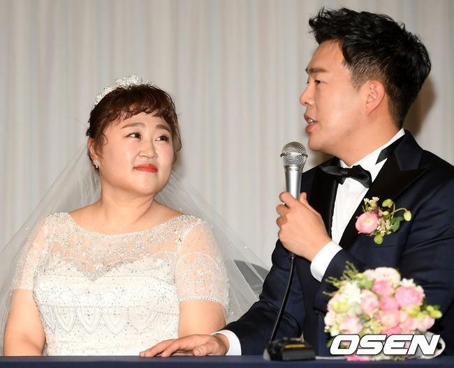 Đám cưới danh hài giảm 30kg để lấy chồng: Cô dâu chú rể không đẹp lung linh, hôn lễ chẳng khủng nhưng vẫn siêu hot - Ảnh 5.