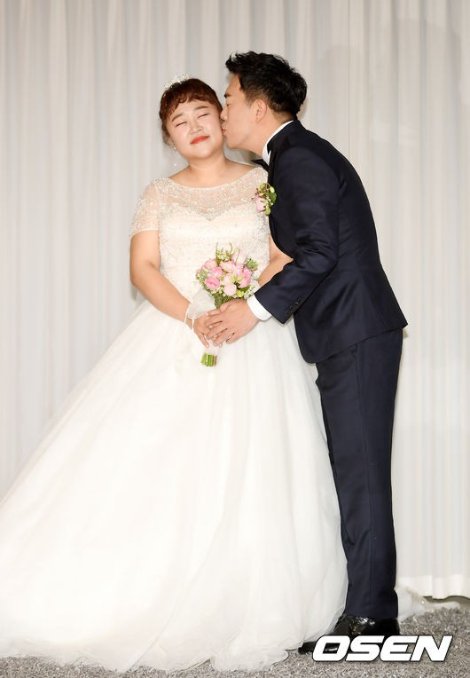 Đám cưới danh hài giảm 30kg để lấy chồng: Cô dâu chú rể không đẹp lung linh, hôn lễ chẳng khủng nhưng vẫn siêu hot - Ảnh 2.