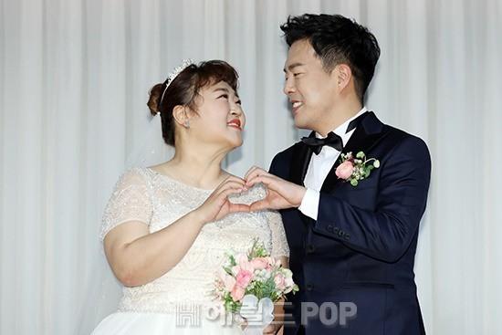 Đám cưới danh hài giảm 30kg để lấy chồng: Cô dâu chú rể không đẹp lung linh, hôn lễ chẳng khủng nhưng vẫn siêu hot - Ảnh 3.