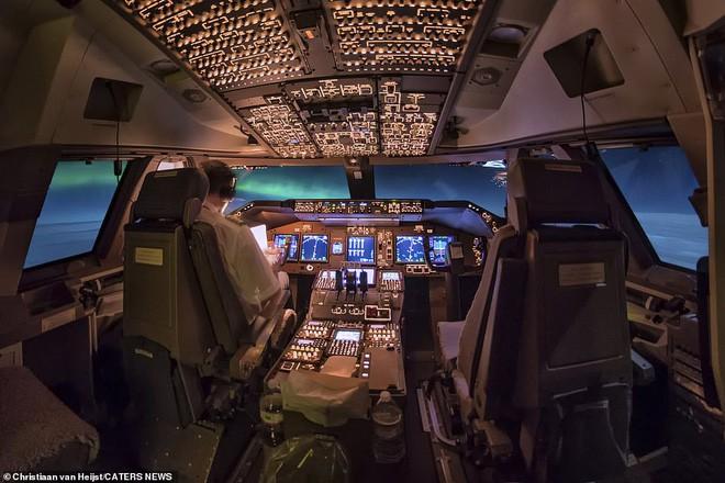 Ngắm không gian làm việc của phi công trong những bức ảnh này xong quay lại nhìn của mình mà thấy buồn... Photo-1-15424667351901446973020