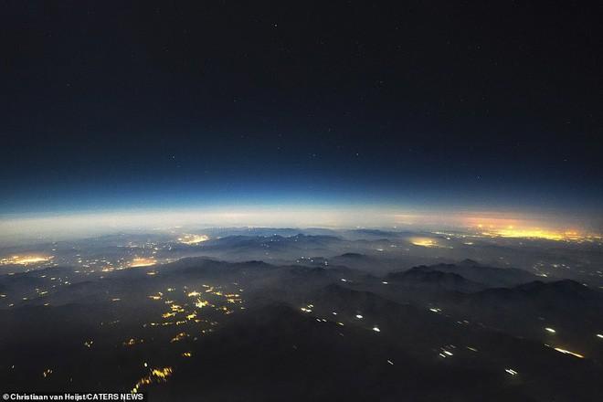 Ngắm không gian làm việc của phi công trong những bức ảnh này xong quay lại nhìn của mình mà thấy buồn... Photo-2-1542466737767770305683