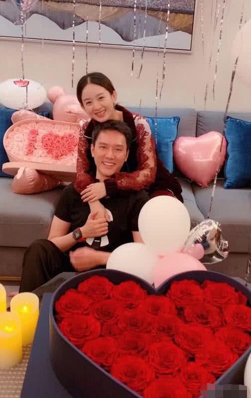 Phùng Thiệu Phong bị chỉ trích vì không nắm tay, cầm túi hộ bà xã Triệu Lệ Dĩnh đang mang bầu? - Ảnh 1.