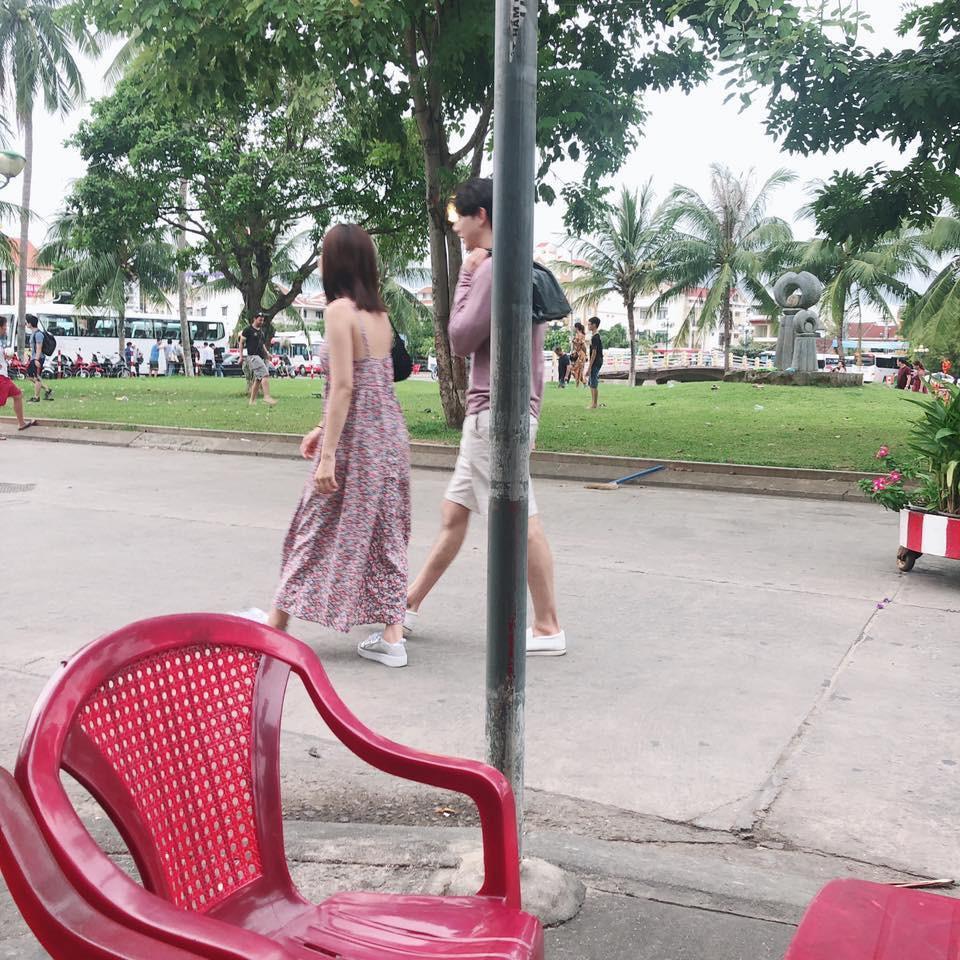 Chi Pu và bạn trai tin đồn người Hàn bị bắt gặp diện trang phục đời thường, thoải mái dạo phố Hội An cùng nhau - Ảnh 3.