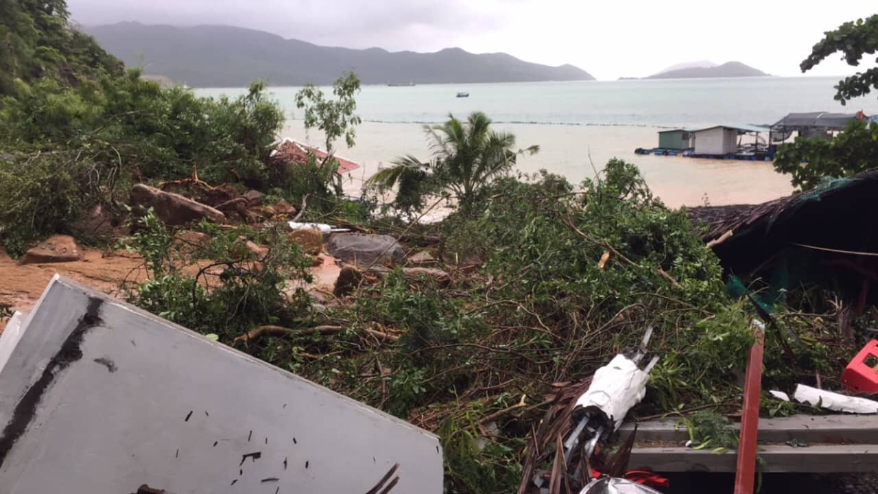 Nha Trang, Khanh Hoa floods were flooded: Car Hire; Swimmers like sea boats, things that sank the house in the sea - Picture 16.
