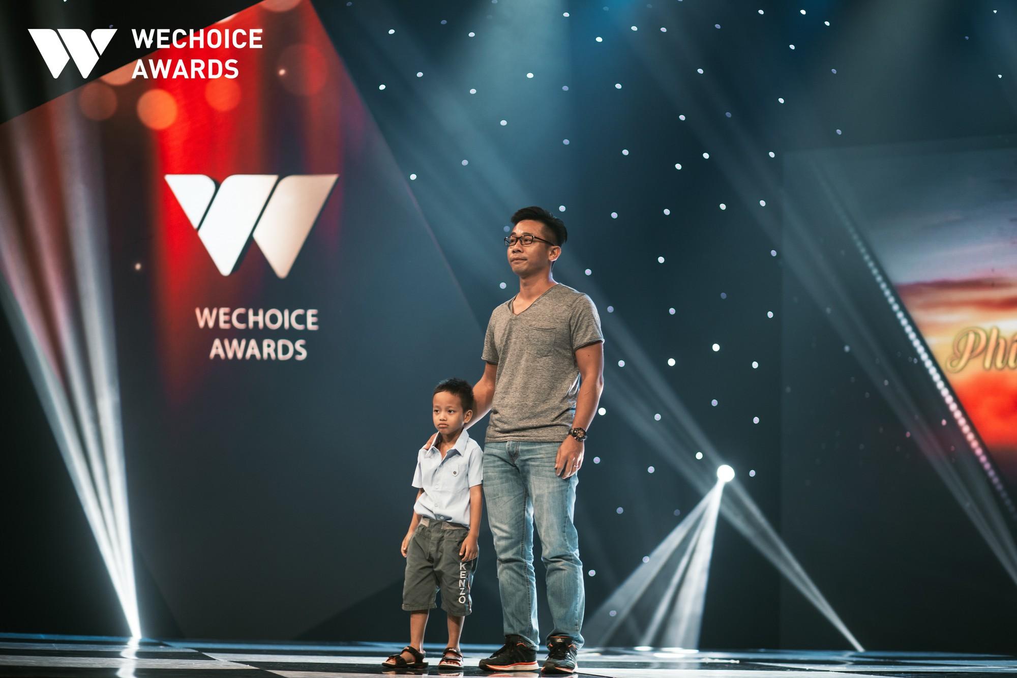 Mẹ cậu bé xếp dép bật khóc trên sóng truyền hình khi nhắc đến ước mơ thành hiện thực: Có việc làm để nuôi con - Ảnh 2.