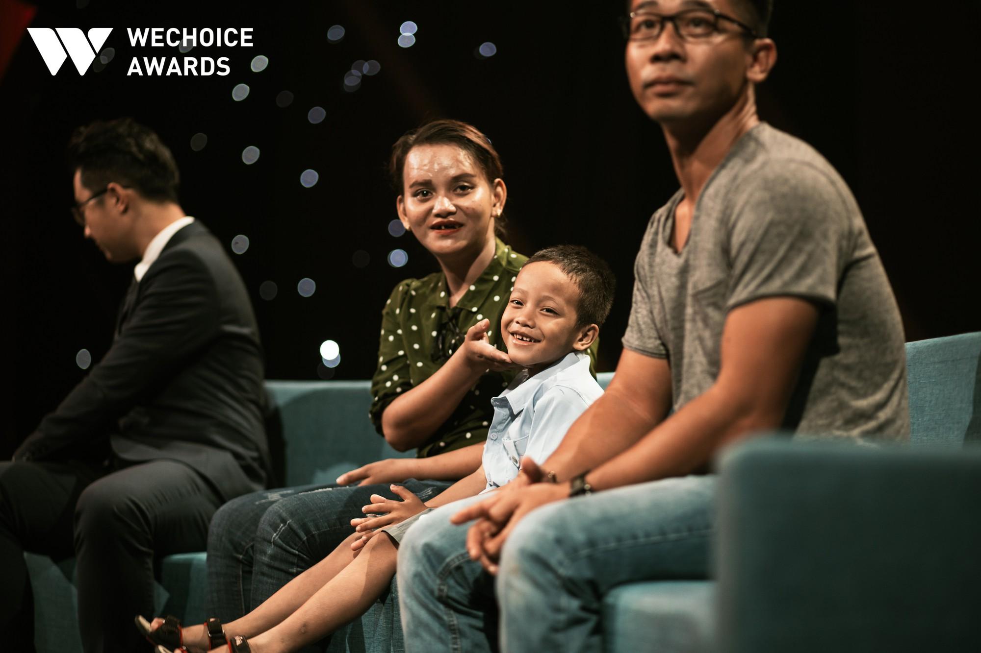 Mẹ cậu bé xếp dép bật khóc trên sóng truyền hình khi nhắc đến ước mơ thành hiện thực: Có việc làm để nuôi con - Ảnh 4.