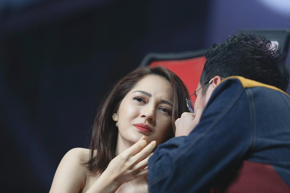 Giọng hát Việt nhí: Bảo Anh đau khổ, Khắc Hưng bật khóc như mưa vì tự tay đưa học trò vào top nguy hiểm - Ảnh 10.