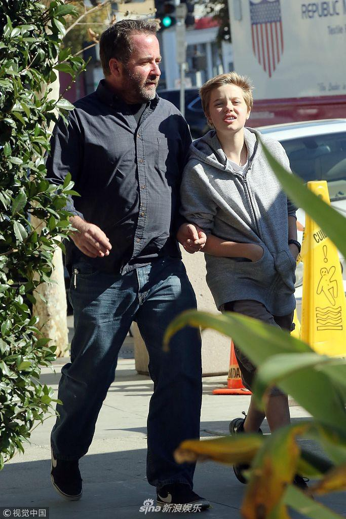 Con gái tomboy của Angelina Jolie khoe nét mặt vừa giống mẹ vừa giống bố Brad Pitt một cách hoàn hảo - Ảnh 7.